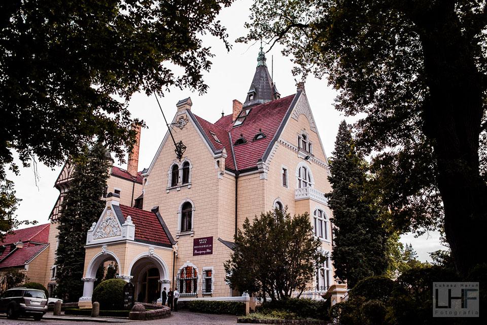 Pałac Bursztynowy w Strzekęcinie