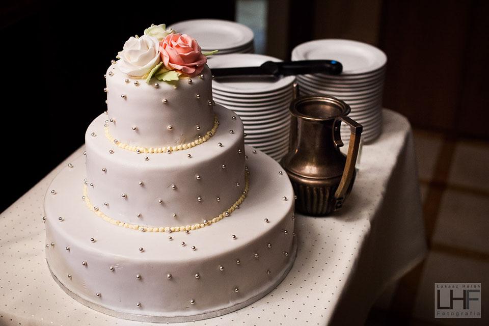 Tort weselny. fotografia ślubna szczecinek