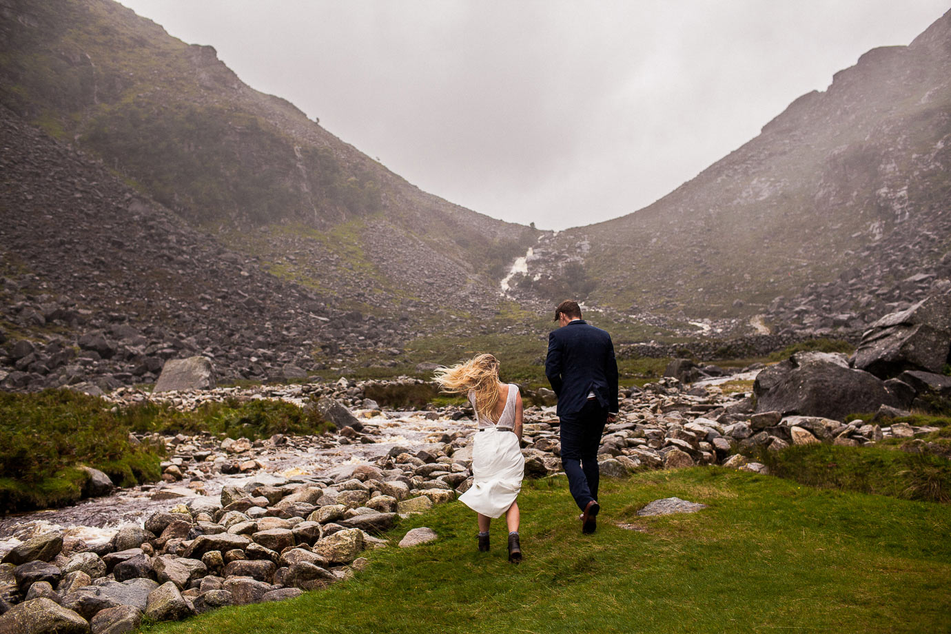 fotografia ślubna w czasie złej pogody