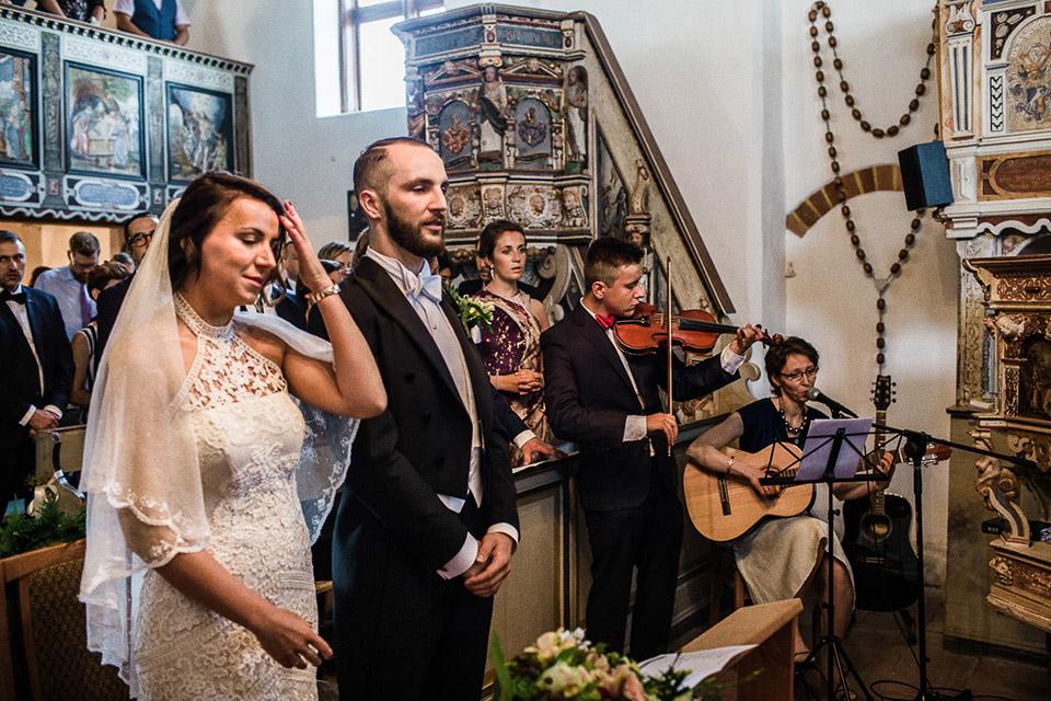 ceremonia ślubna w kosciele