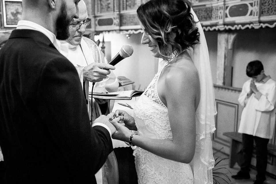 zakładanie obrączek ślubnych