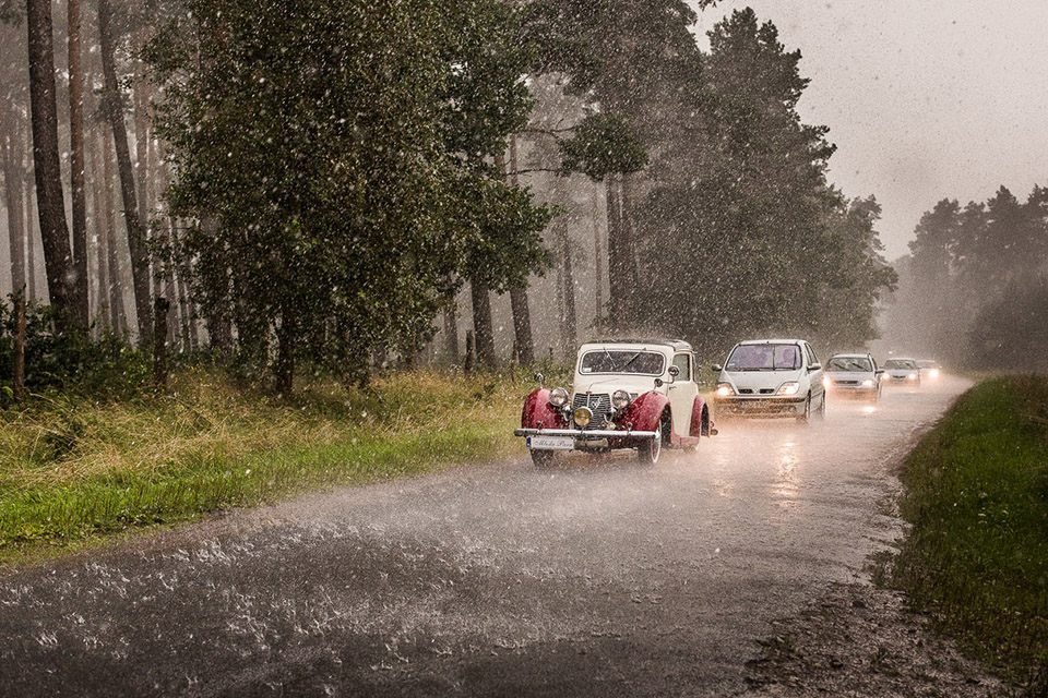 deszcz podczas ślubu, ulewa w dniu ślubu