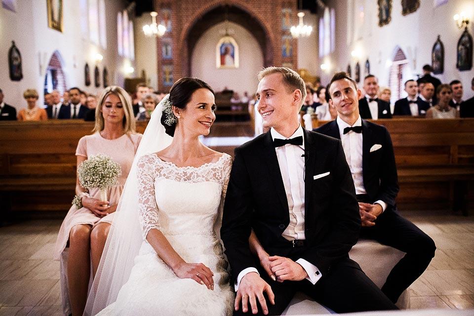 portret pary młodej podczas ślubu w barlinku