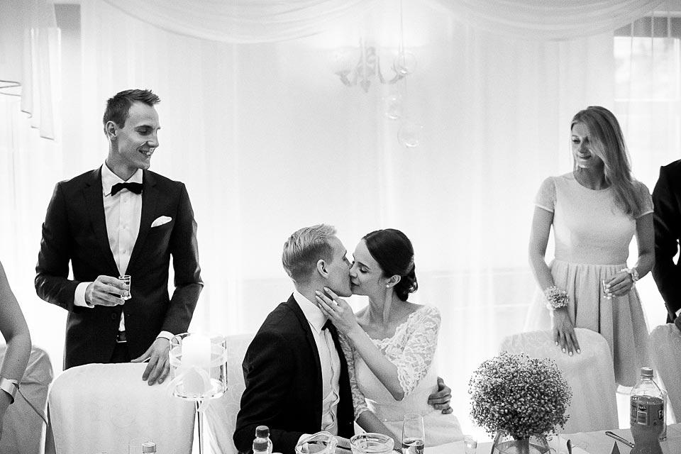 pierwszy pocałunek ślubny