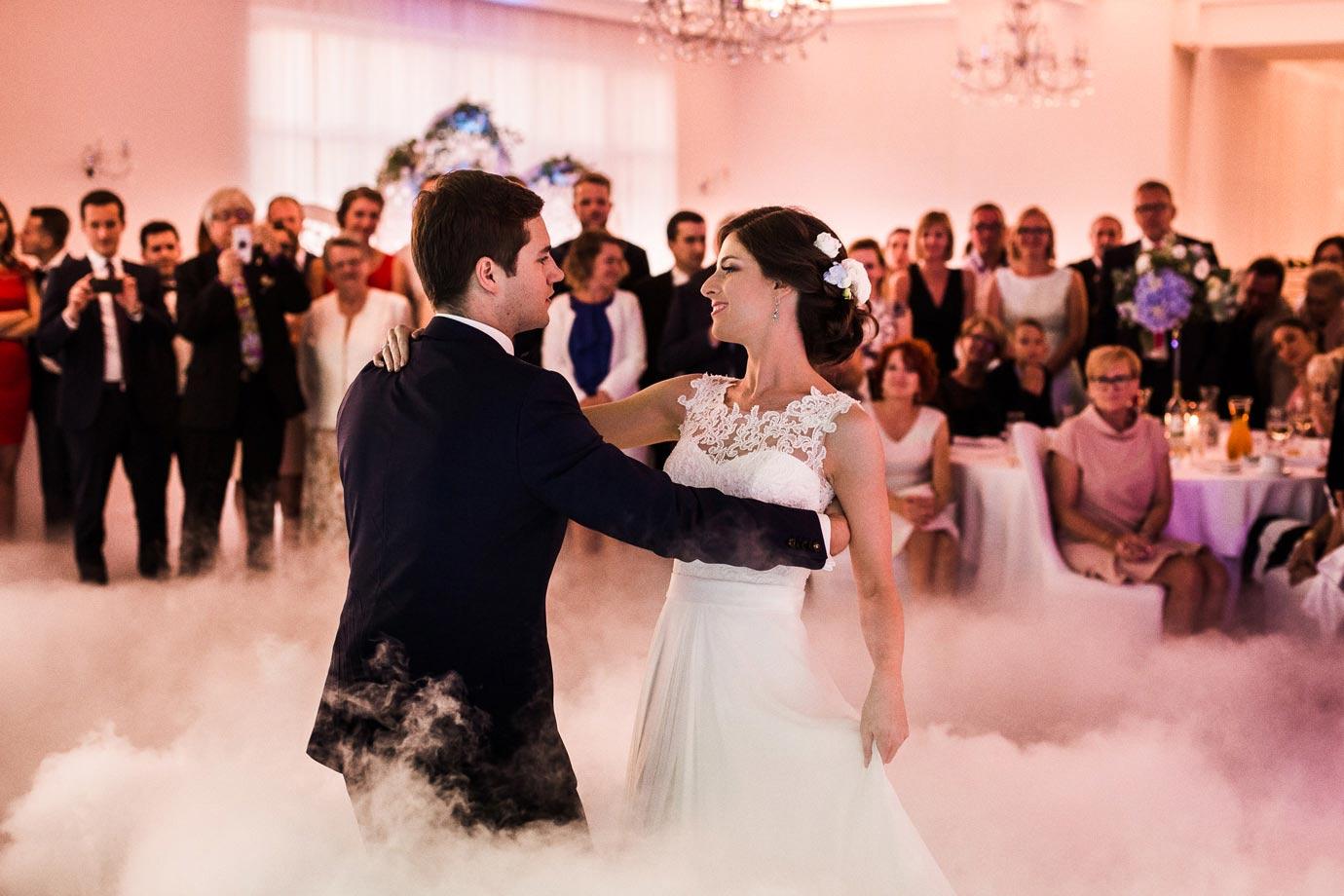 ciężki dym do pierwszego tańca