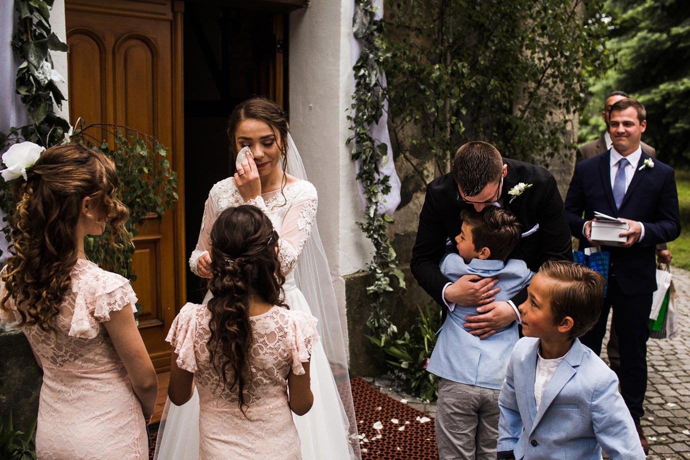 emocje na zdjęciach ślubnych