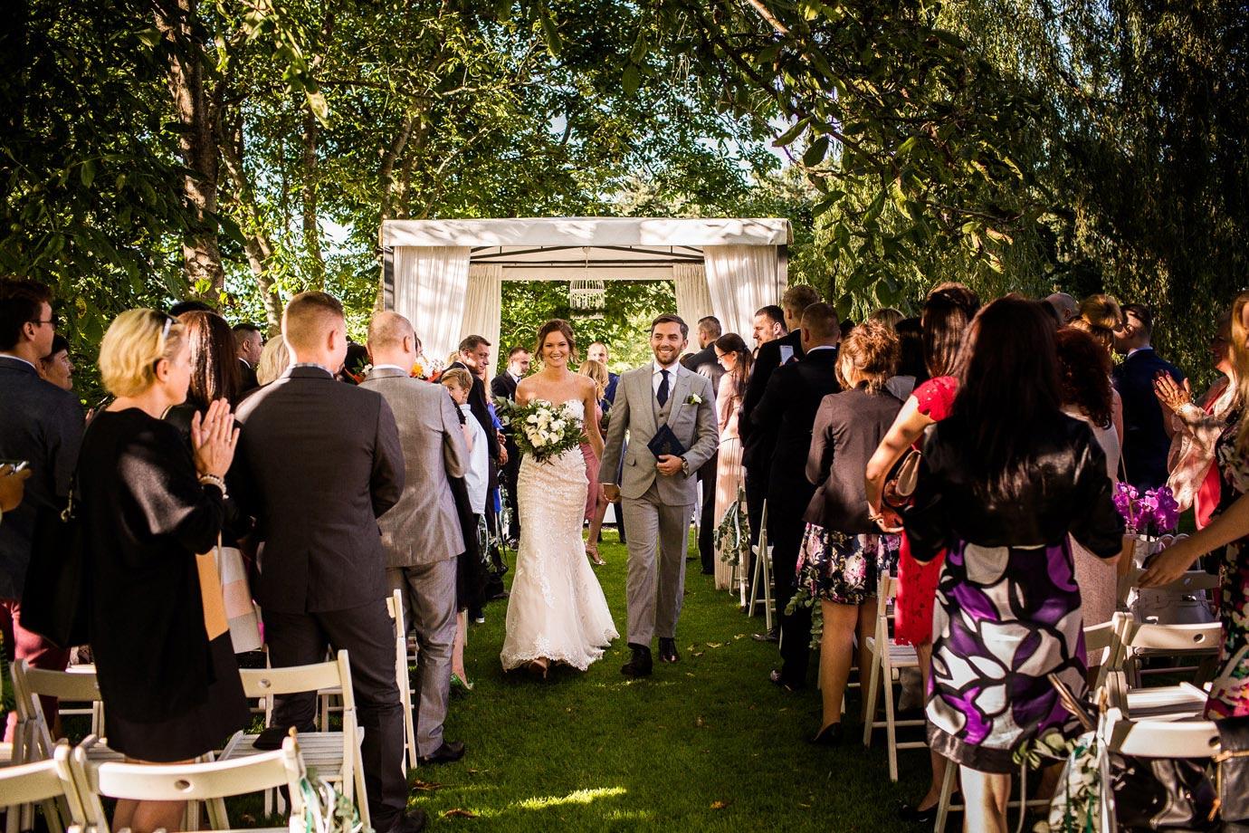 ślub w plenerze biała wstążka