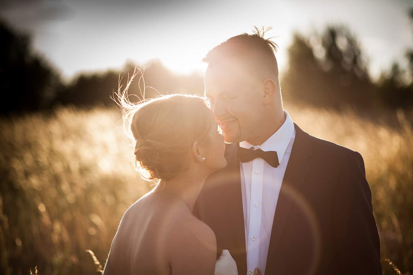słoneczne zdjęcia ślubne