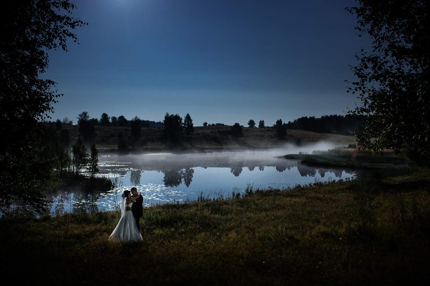 fotografia ślubna przy świetle księzyca