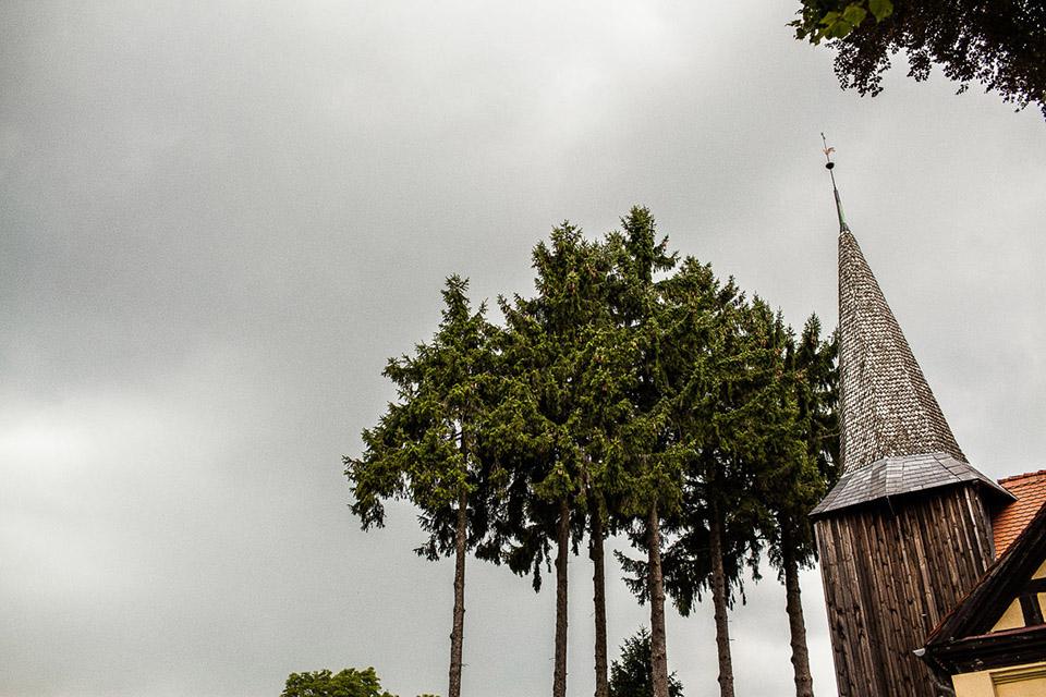 piękny drewniany kościół do ślubu