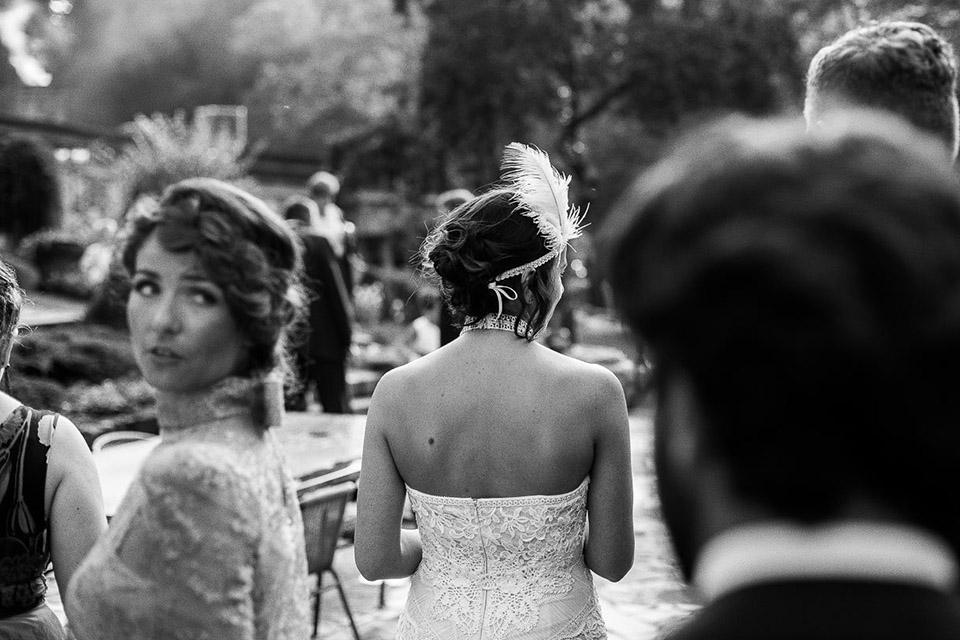 piórko na głowie do sukni ślubnej