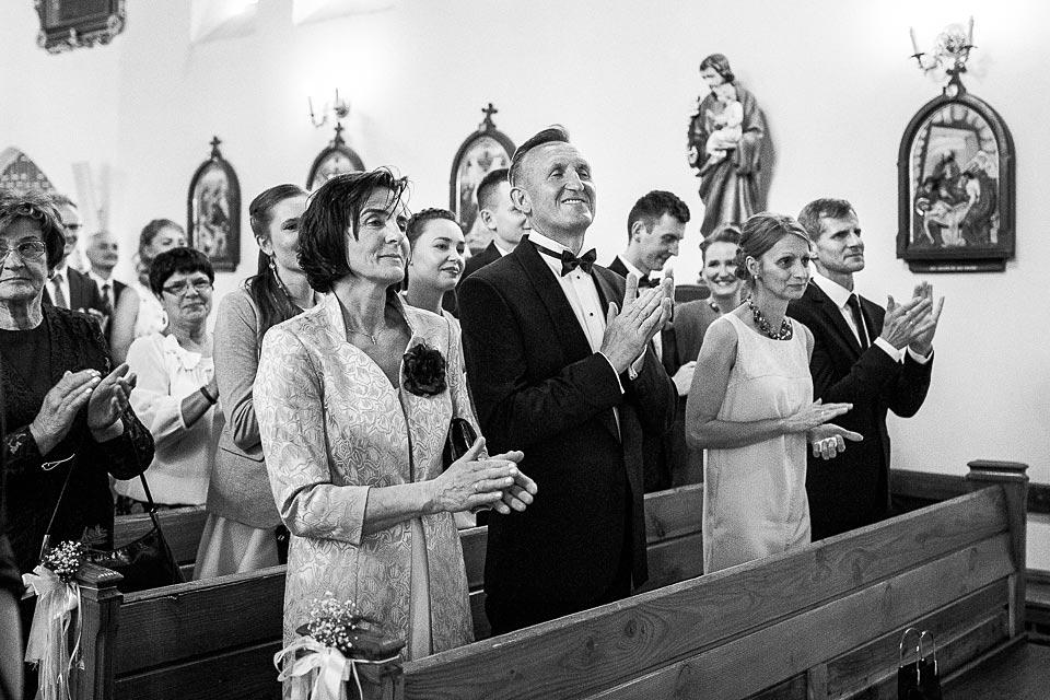 rodzice podczas ślubu
