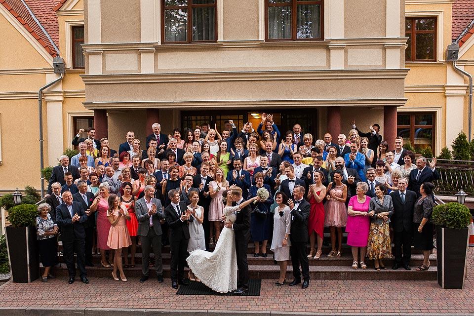 fotografia grupowa podczas ślubu