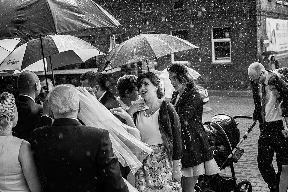 Deszcz w dniu ślubu