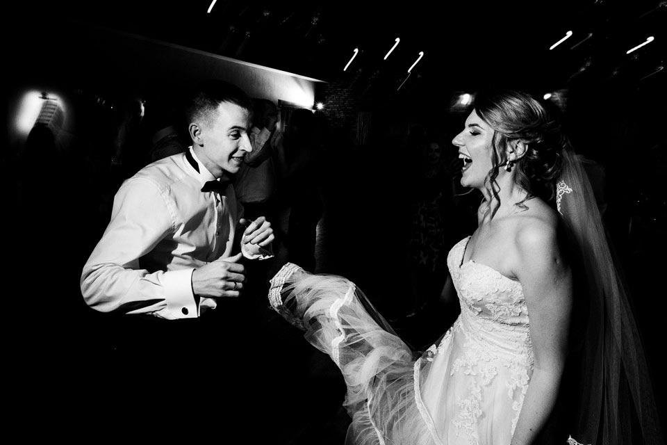 czarno- biały reportaż ślubny