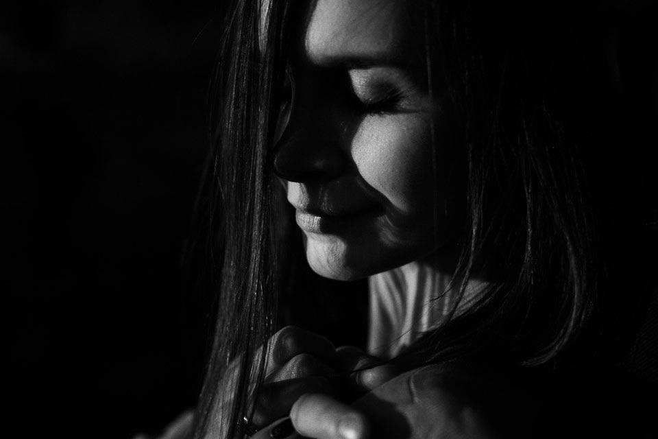 portret czarno bialy