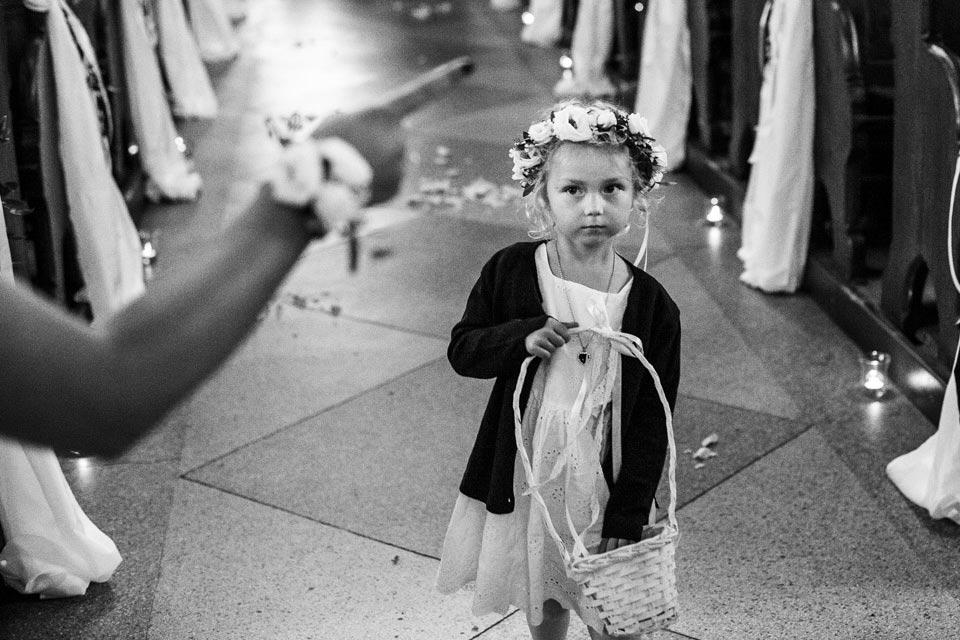 dzieci podczas ślubu