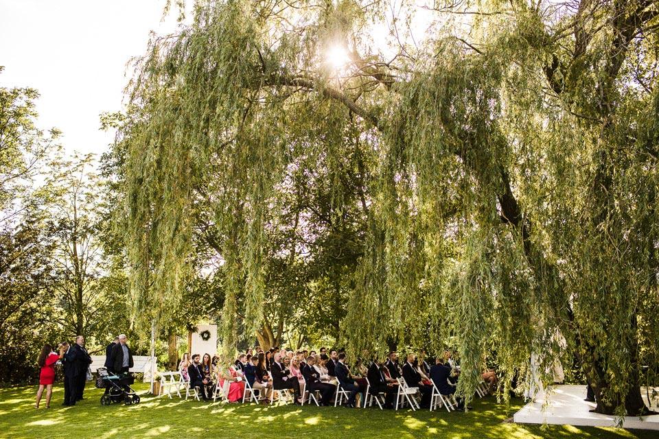 ślub plenerowy w białej wstązce