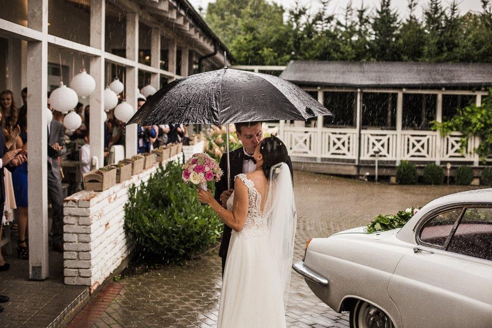 deszcz podczas ślubu