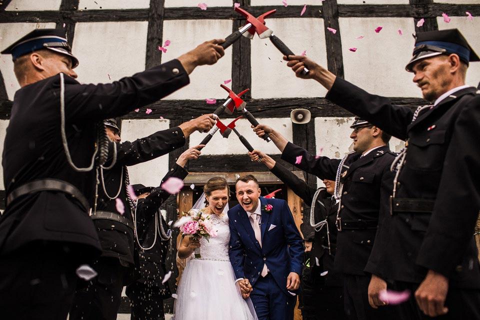 ślub w styli strazackim