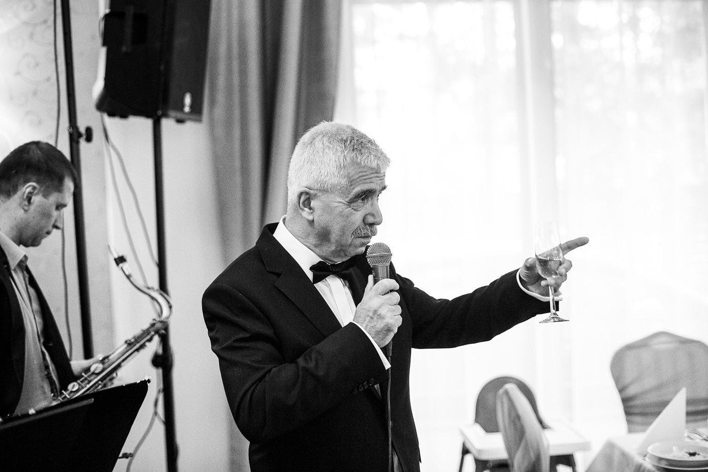 Pierwszy toast podczas wesela