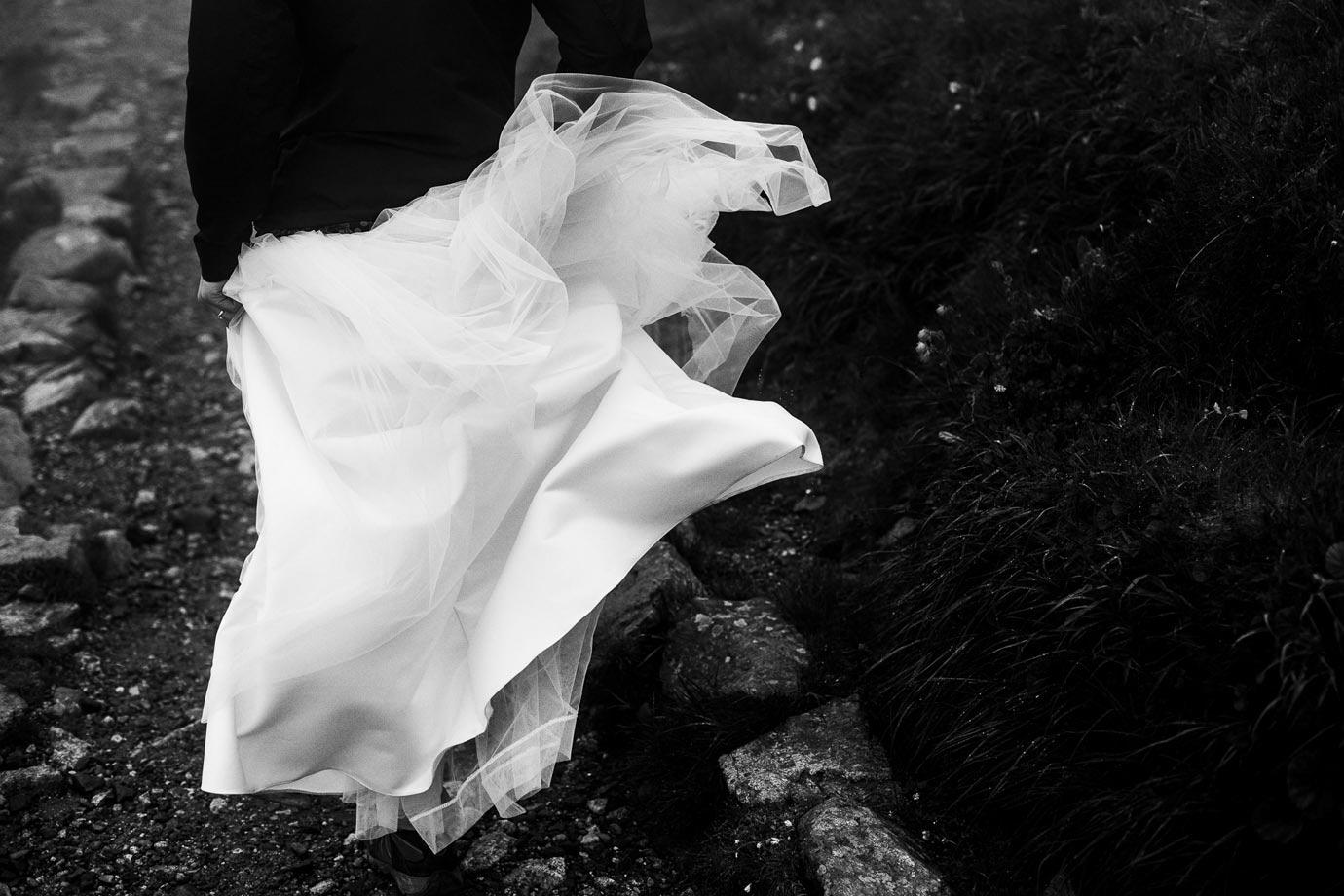 Suknia ślubna na wietrze