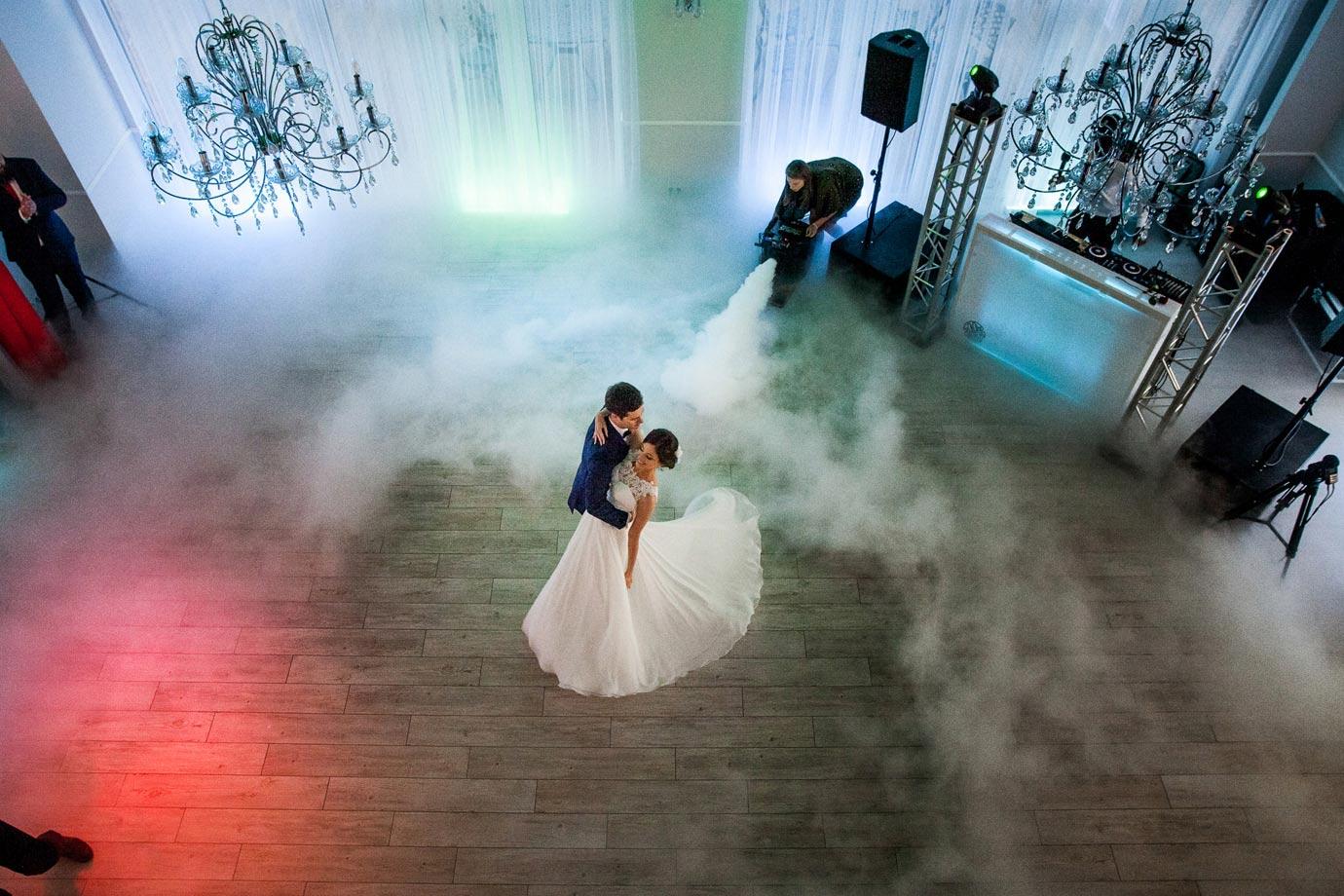 pierwszy taniec z ciężkim dymem