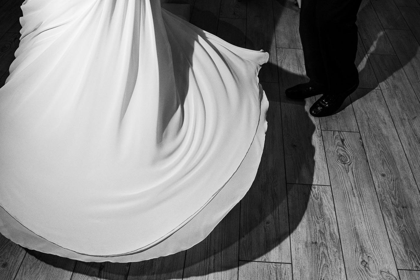 wirująca suknia ślubna
