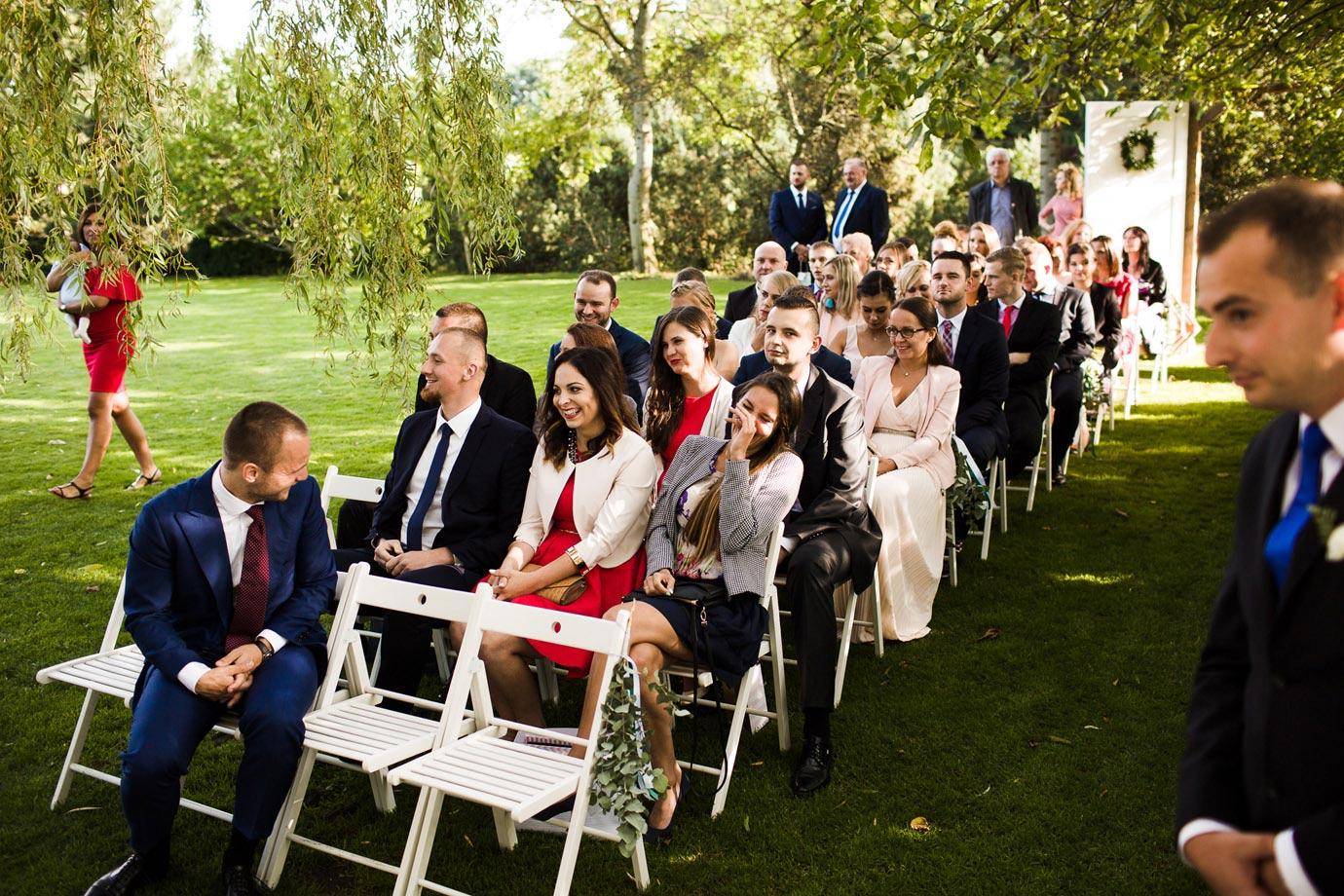 ślub plenerowy w białej wstążce