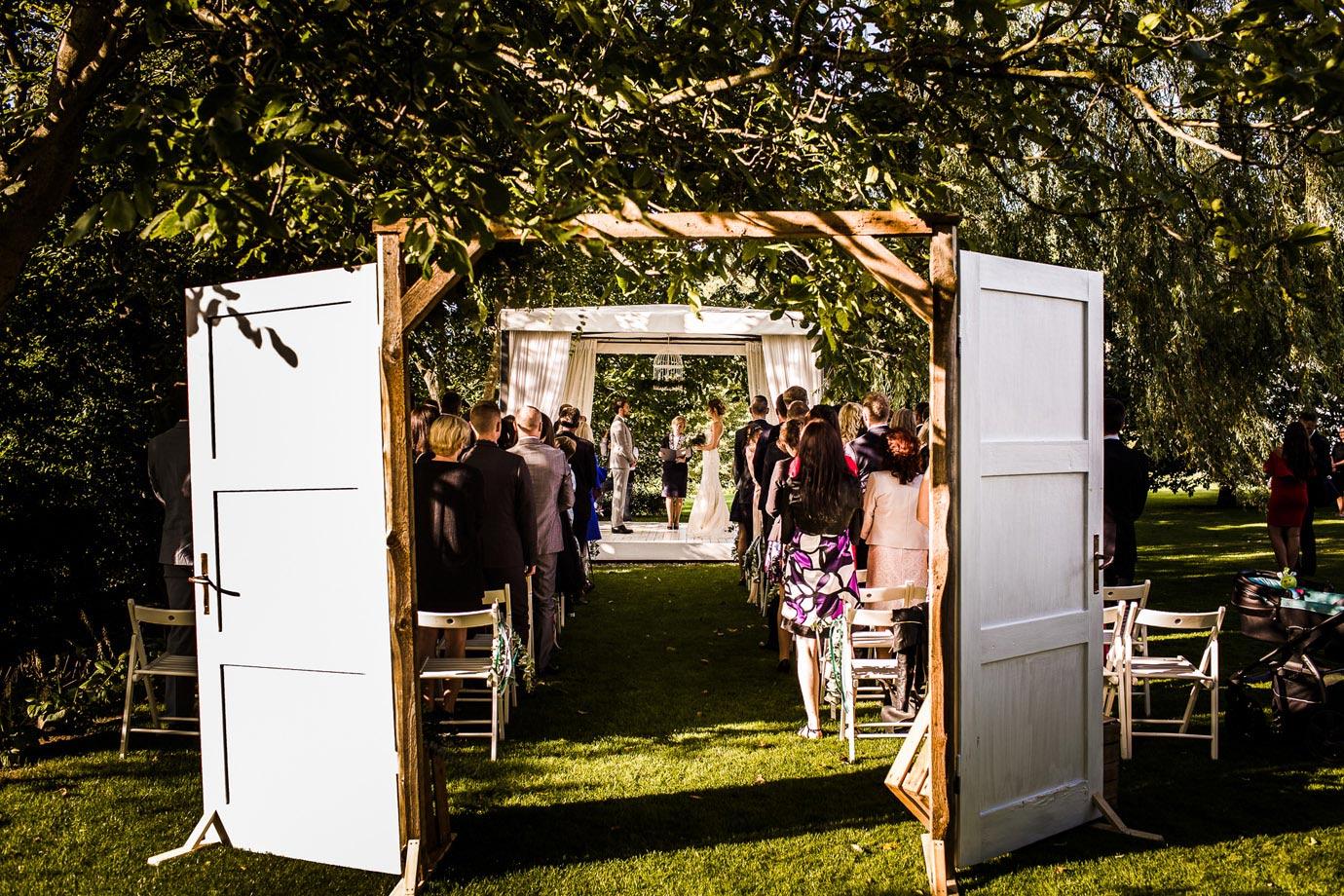 plenerowy ślub w białej wstążce