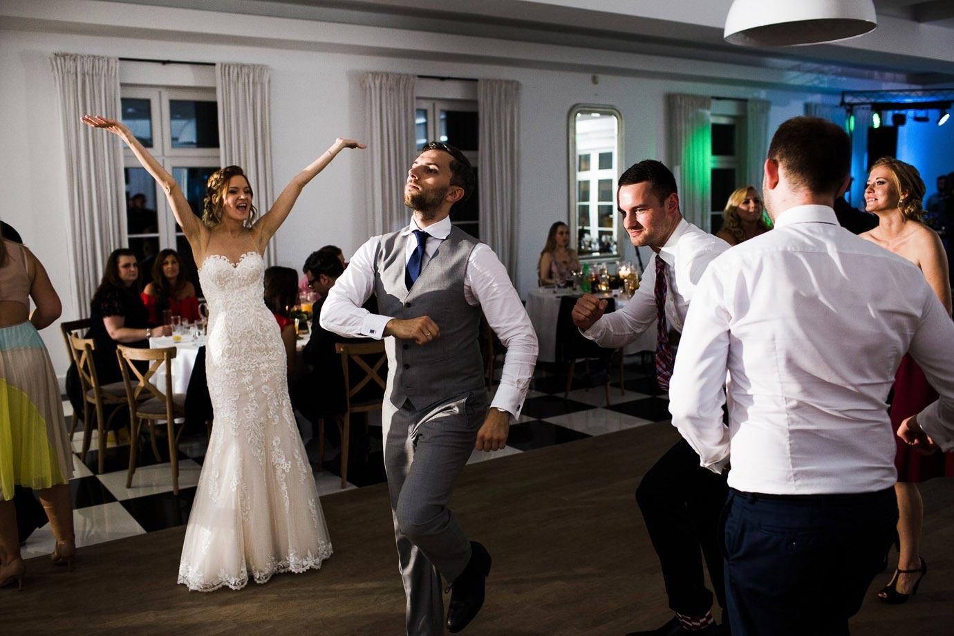 jak dobrze bawić się na własnym weselu