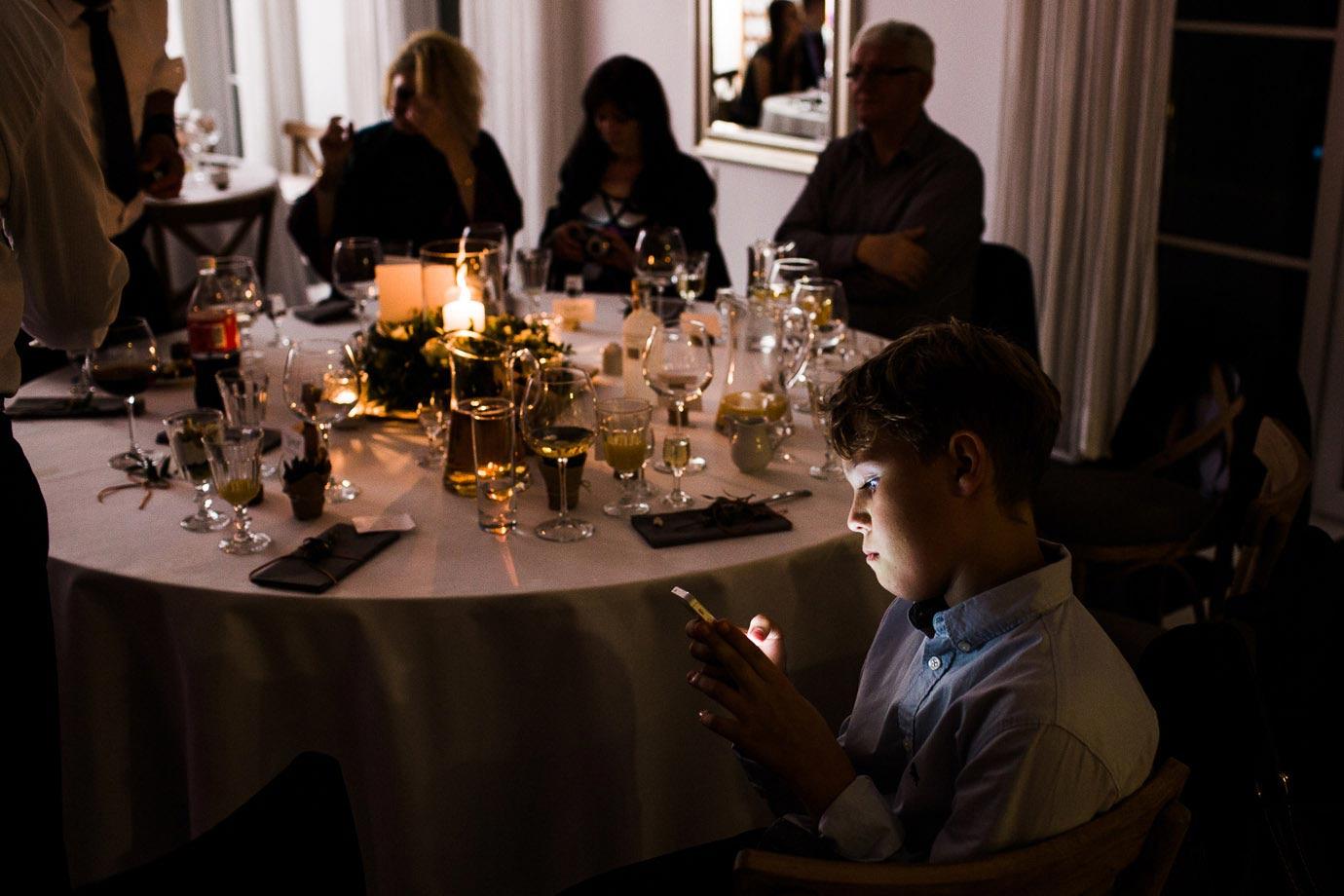 telefony komórkowe na ślubie