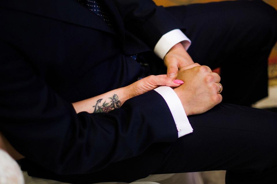 dłonie na ślubie