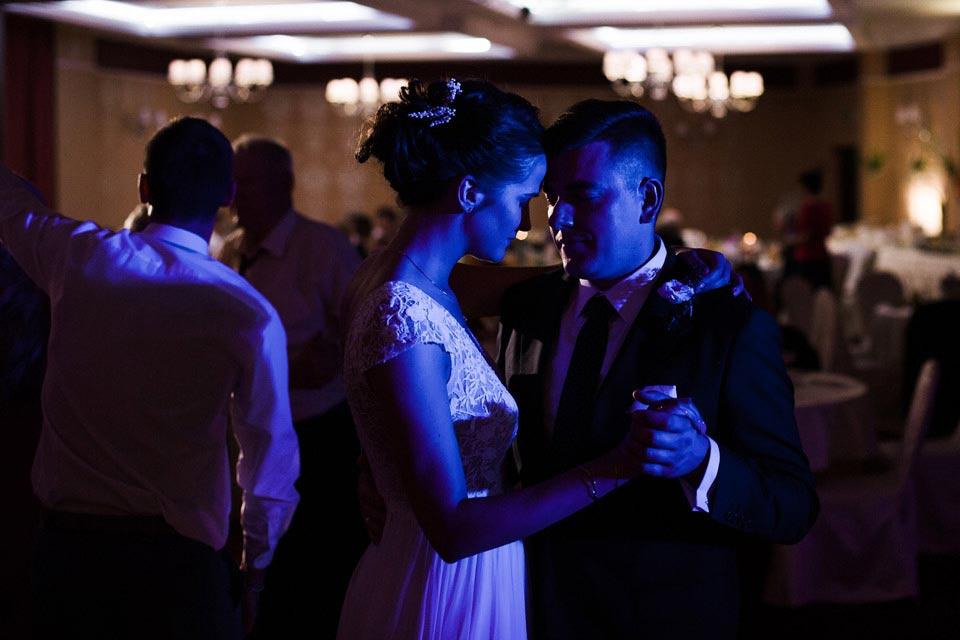dodatkowe światło na weselu