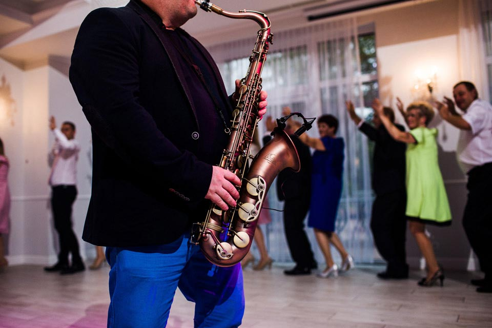 saksofon na weselu