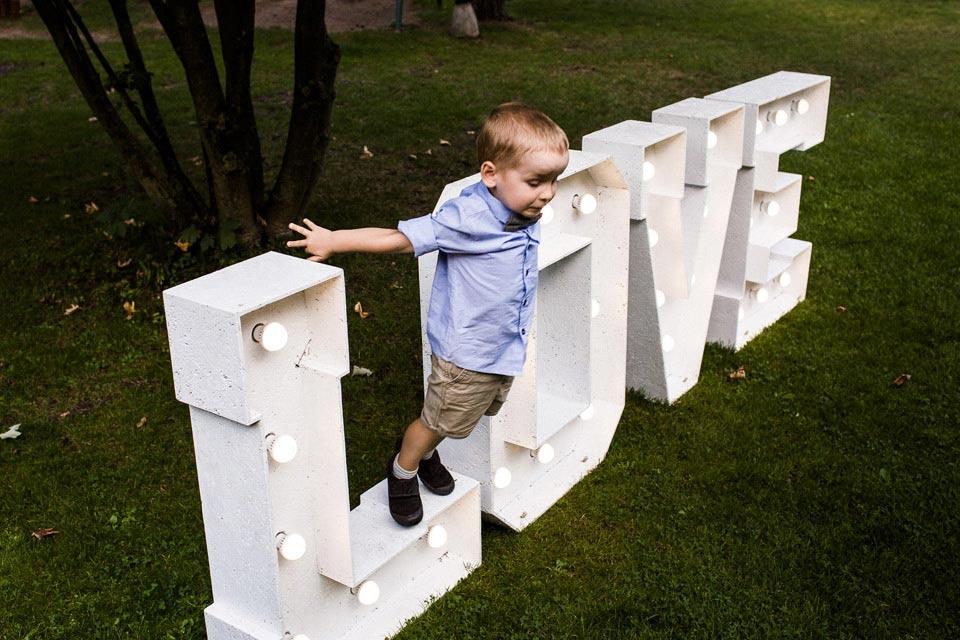 napis love na weselu