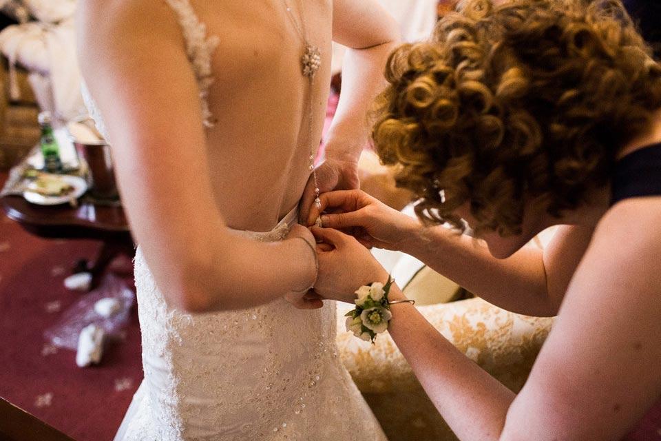 suknia ślubna ubieranie