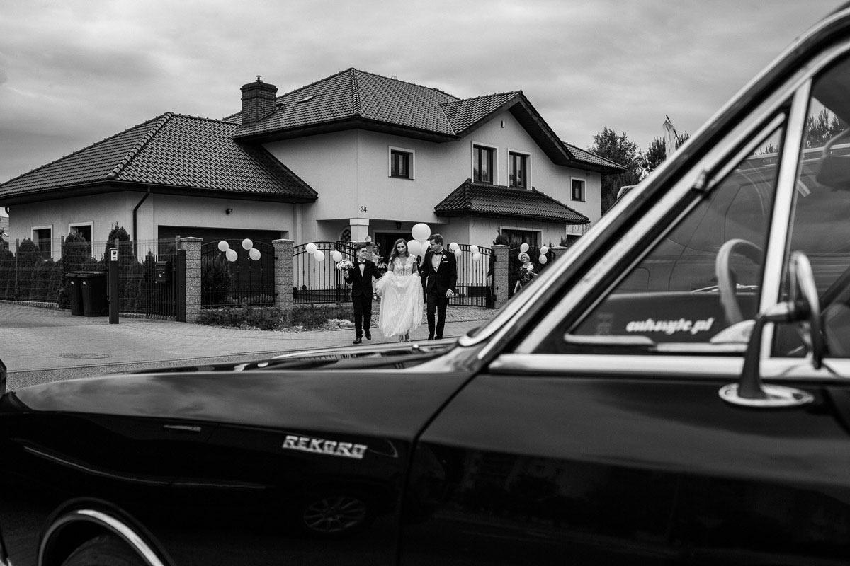 stary samochod do slubu