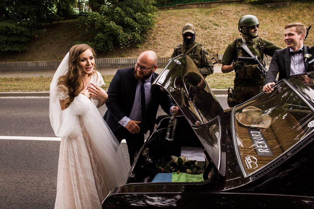 zabawna brama weselna