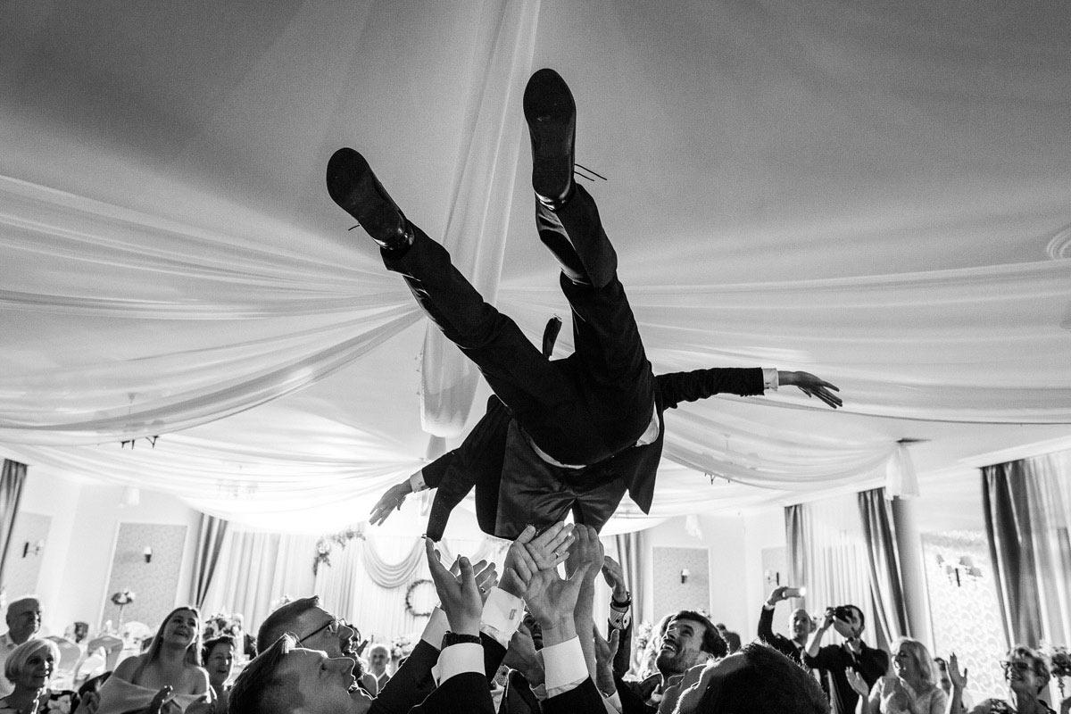 podrzucanie na weselu