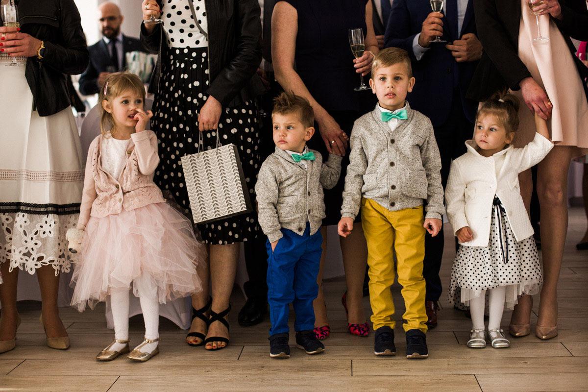 dziciaki na weselu opieka