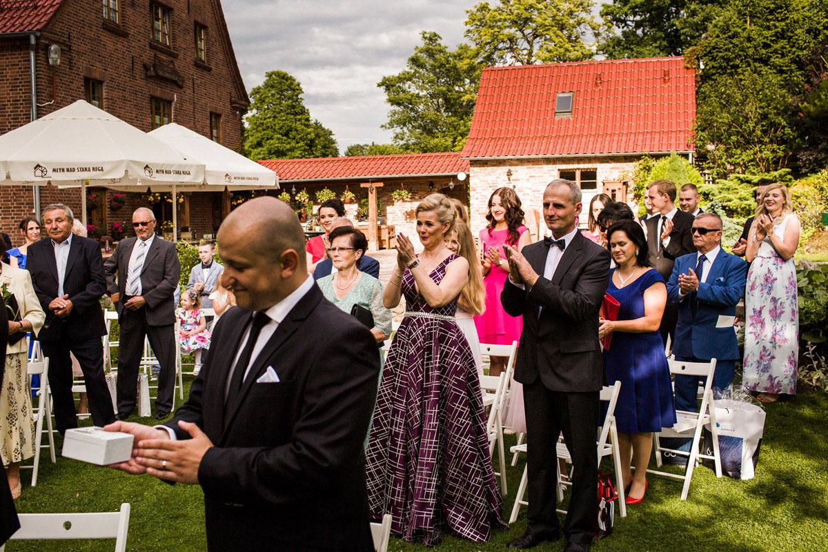 ceremonia ślubna w plenerze