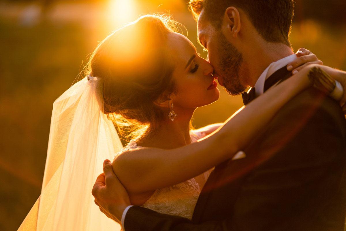 sesja ślubna o zachodzie słonca