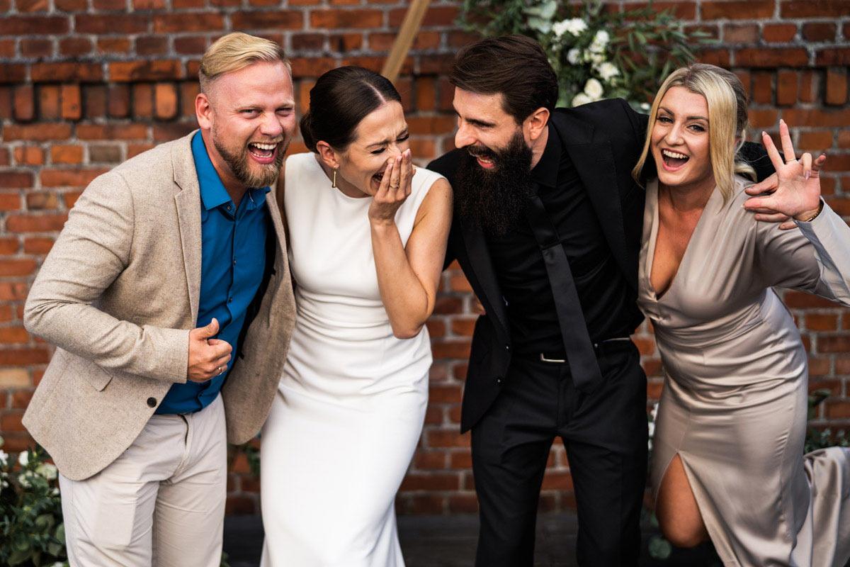 zdjęcia pozowane na weselu